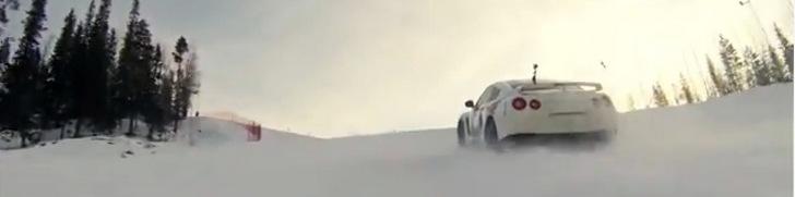 Le Team Ice Ricers négocie une piste de ski en Nissan GT-R
