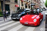 Une Porsche 959 entièrement rouge à Paris