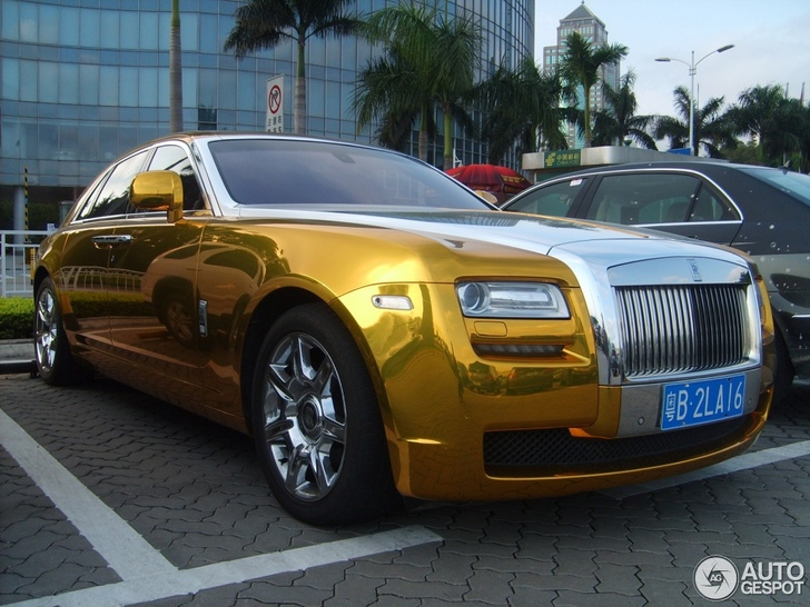 Chrome Gold Rolls Royce Ghost Looks Quite Good