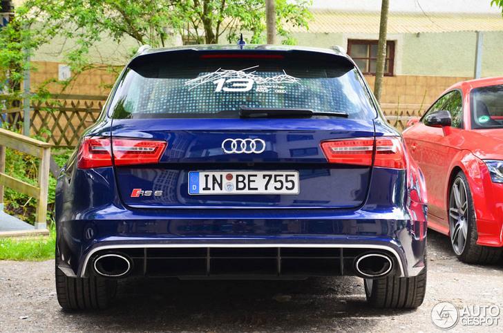 Blauwe Audi RS6 Avant C7 is een brute bak