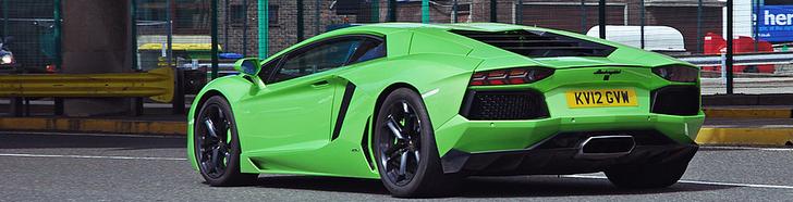 Nuostabi zalia spalva Lamborghiniui Aventador LP700-4!