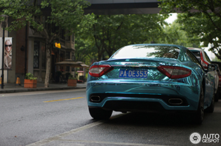 Spotted in Shanghai: European sports cars with a chrome blue wrap