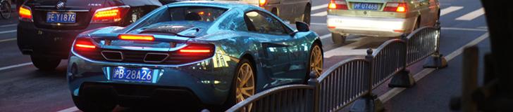 Evropski sportski automobili primećeni u Šangaju u hrom plavoj foliji