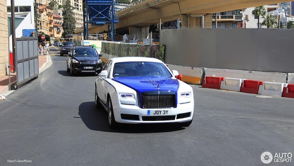 Gespot: Rolls-Royce Ghost Black Badge met vreemde configuratie