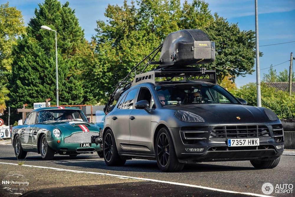 Is de Porsche Macan Turbo de ideale camera-auto?