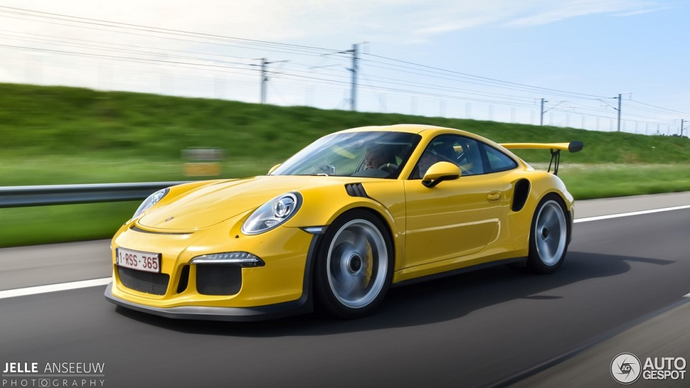 Topspot: Rolling shots of a yellow GT3 RS