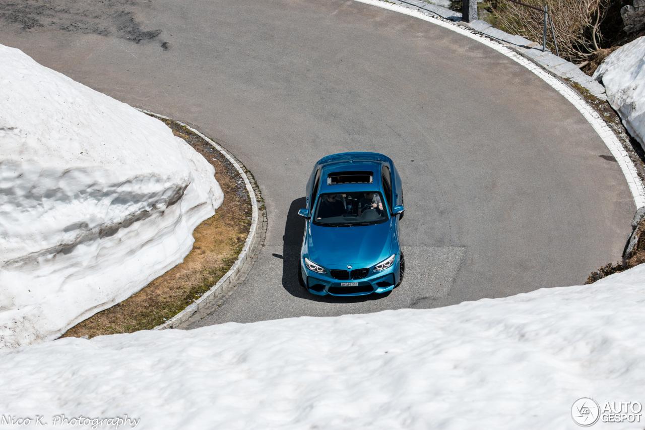 BMW M2-bestuurder heeft het goed bekeken