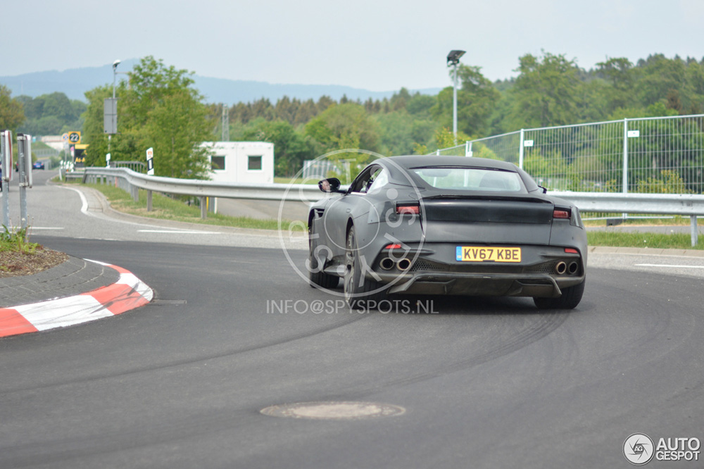 Aston Martin test ook powerslides