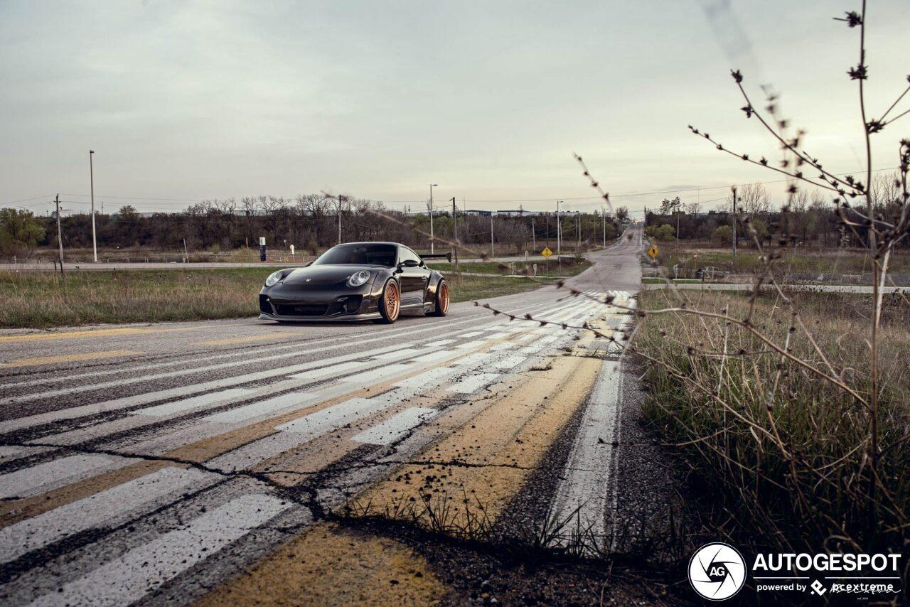 Heftig aangepakte Porsche Carrera GTS is heerlijk
