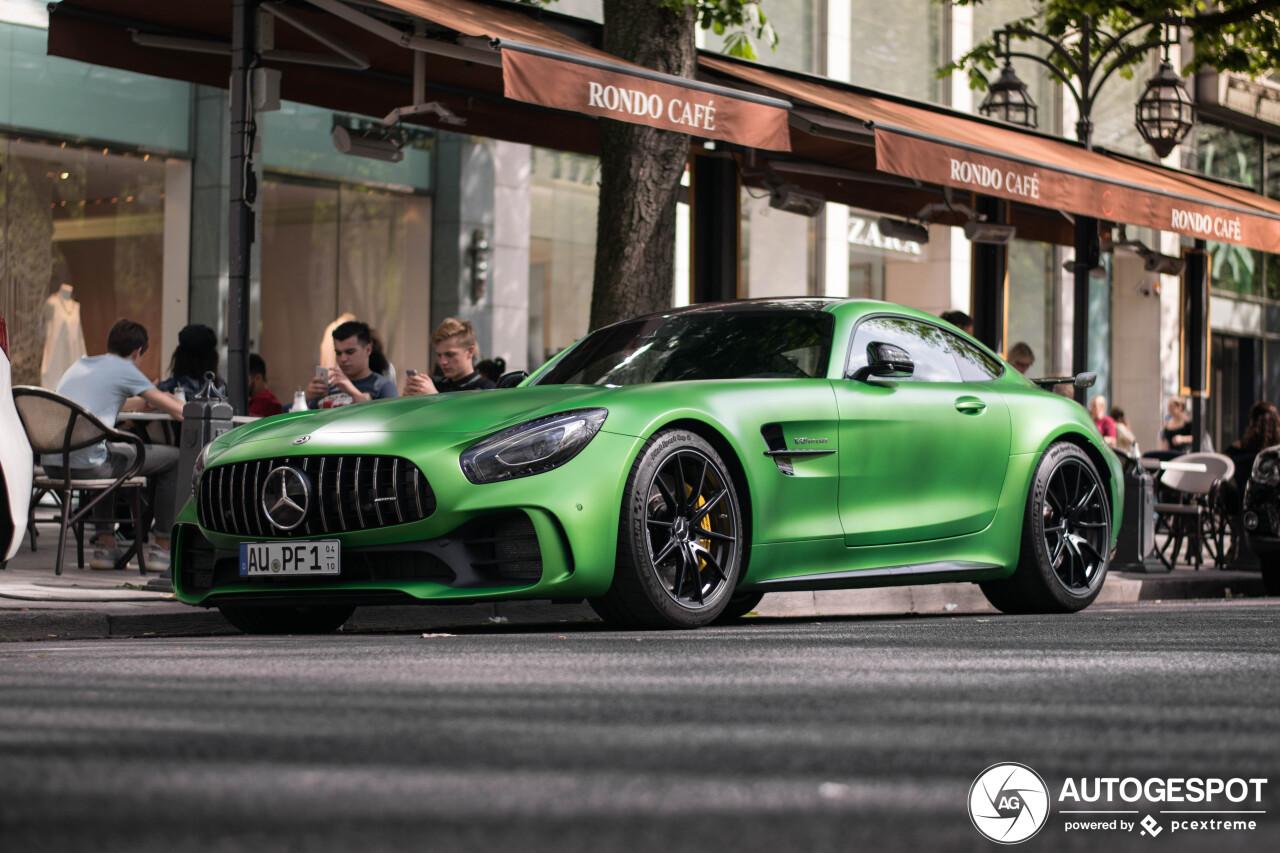 Mercedes-AMG GT R staat te stralen in Düsseldorf