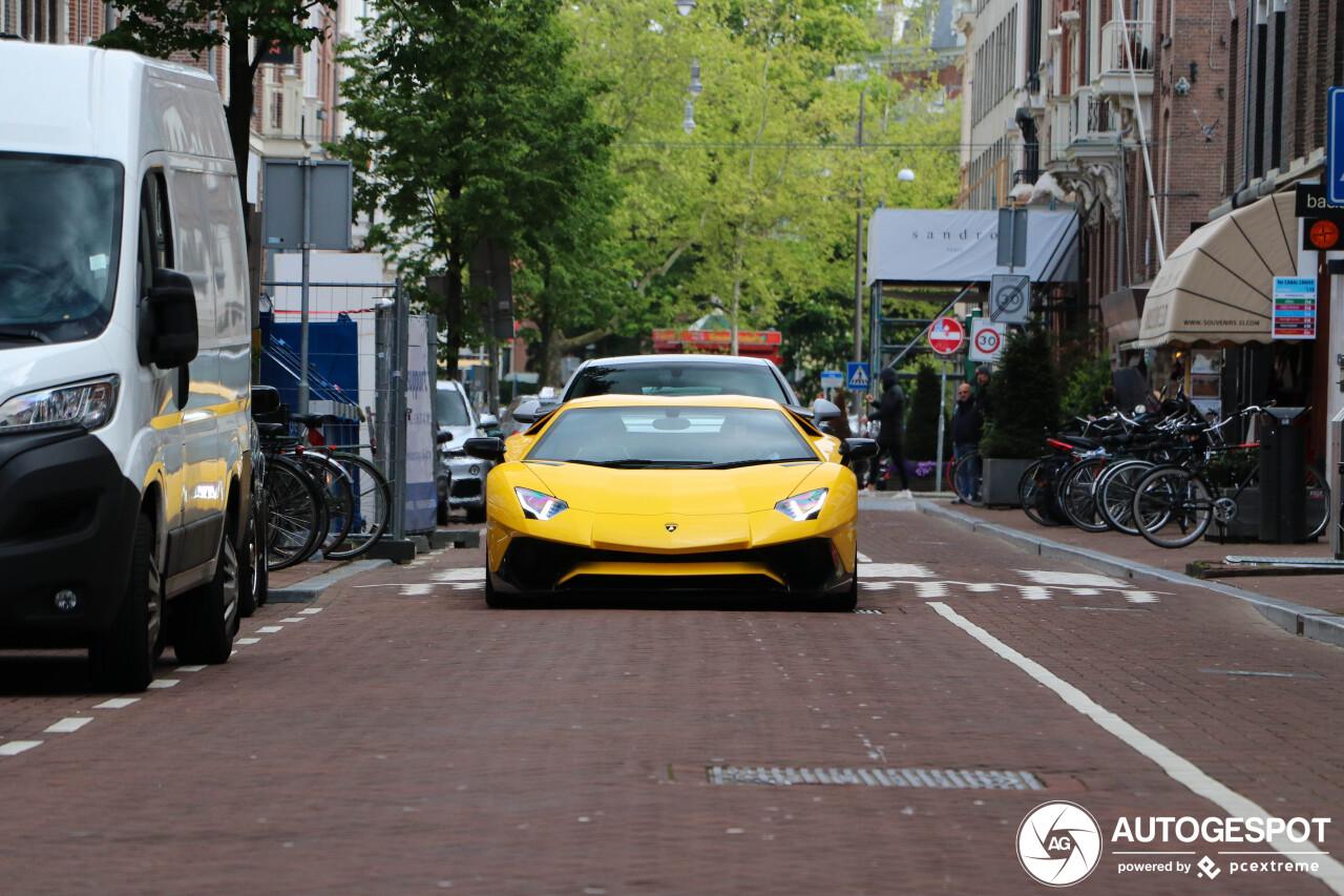 Aventador 给阿姆斯特丹献上悦耳 V12 演唱会