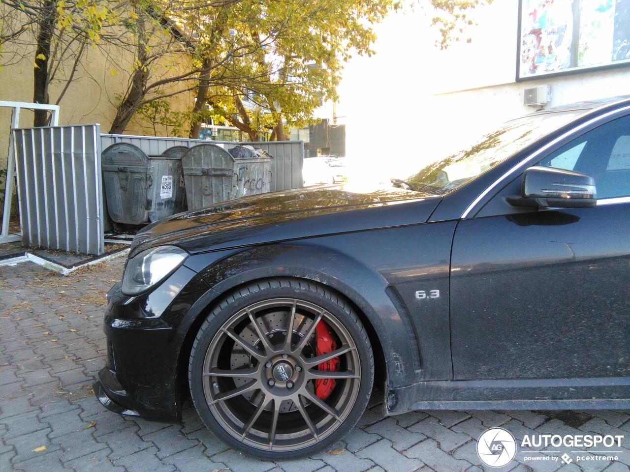 Mercedes-Benz C 63 Black Series moet echt een spoiler hebben