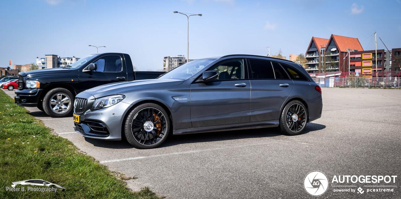 Gefacelifte Mercedes-AMG C 63 S Estate schittert in Sneek