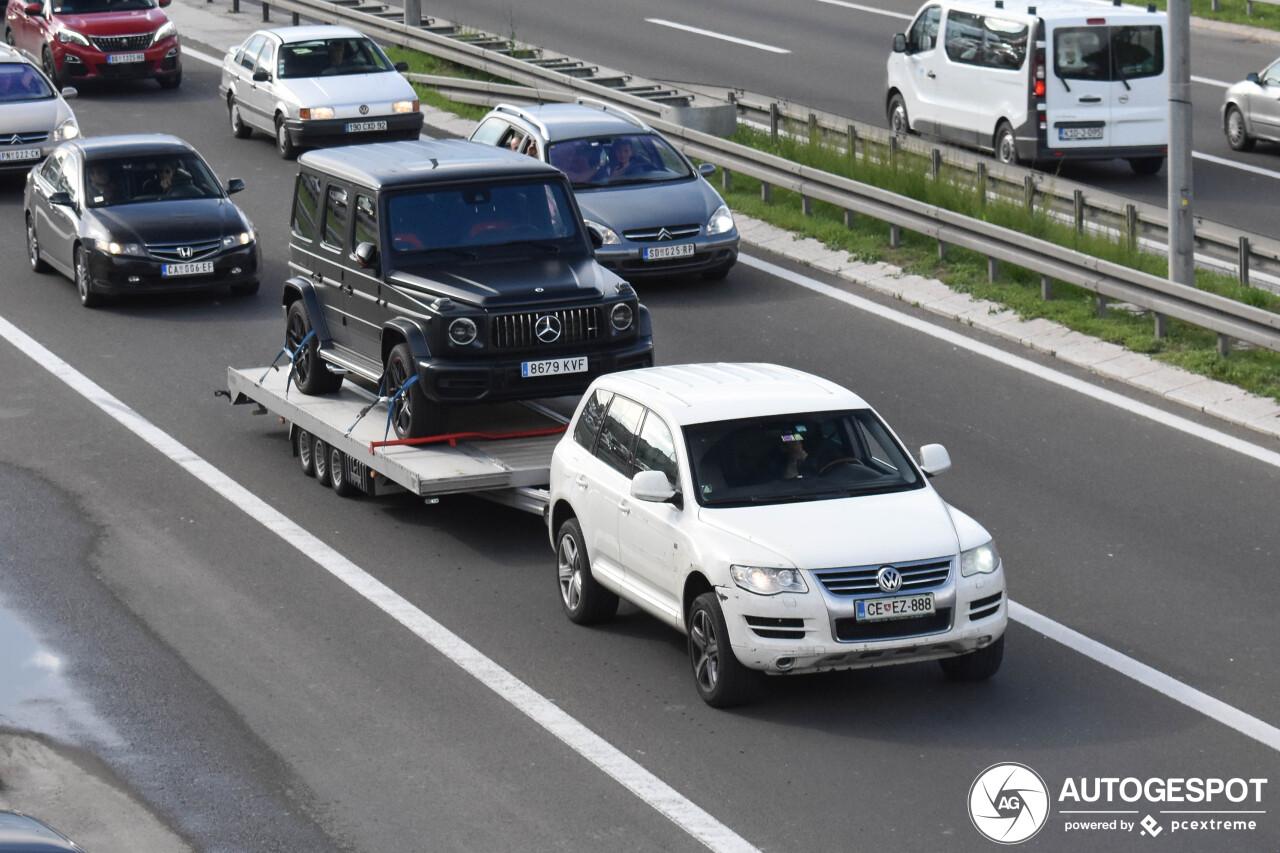 Tank wordt Servië binnen gereden