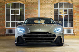 Aston Martin DBS Superleggera op James Bond geïnspireerd
