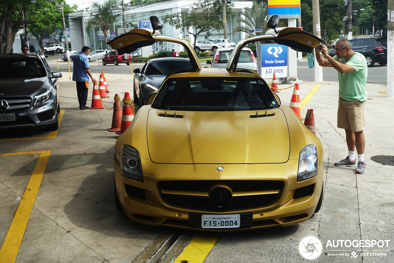 Bijzondere Mercedes-Benz SLS AMG Desert Gold staat in Brazilië