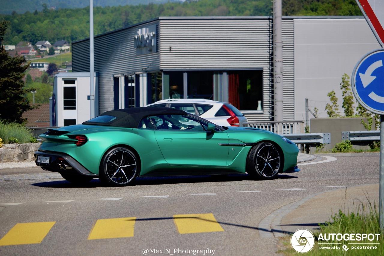 Met deze groene Aston Martin Vanquish Volante Zagato zit je goed