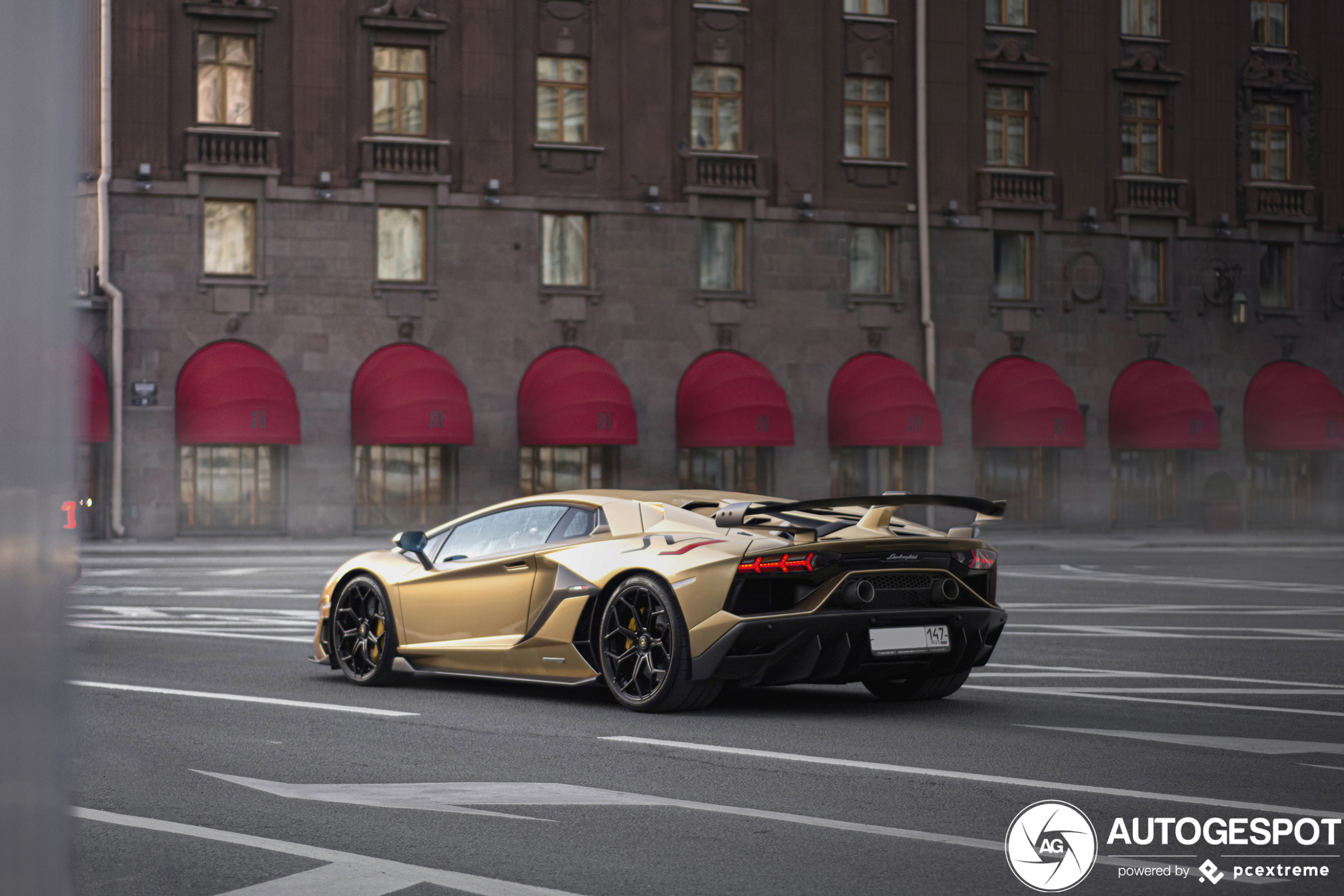 Oro Elios looks amazing on this Aventador SVJ