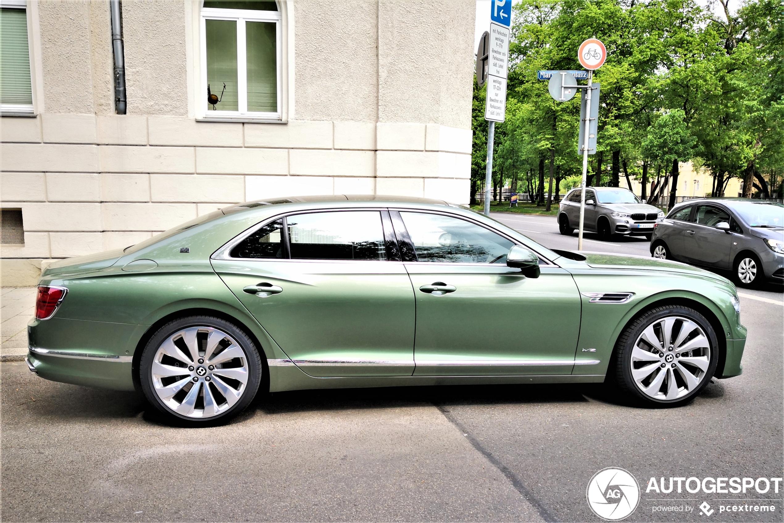Ook de Bentley Flying Spur komt prima weg met groen