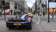 Twee Enzo's rijden samen rondjes in Londen!