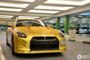 Nissan GT-R changed its wrap: from matte red to  matte gold