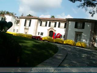 Oprichter Guess Jeans verliest grote collectie Ferrari's wegens smaad
