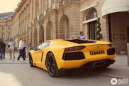 Sexy! Matt-gelber Lamborghini Aventador LP700-4