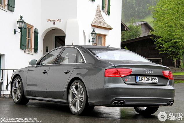 Zakelijk in het grijs: Audi S8 2012