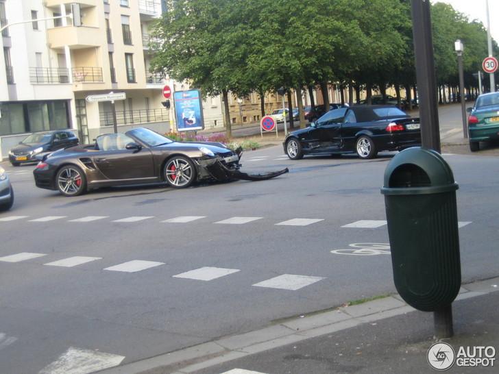 Porsche 997 Turbo Cabriolet betrokken bij ongeval