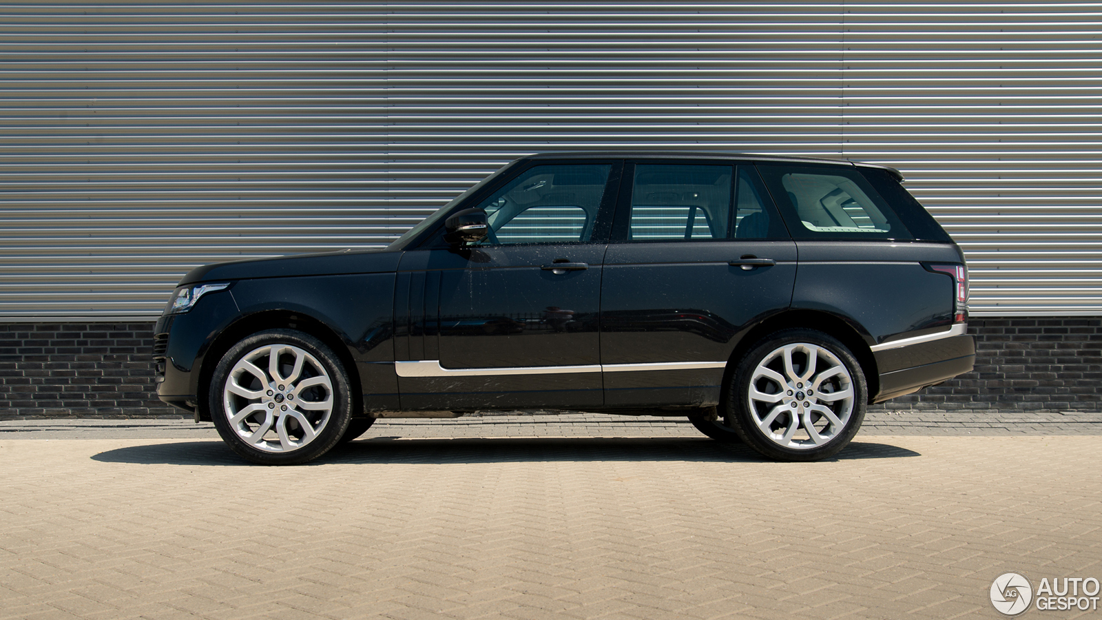 driven land rover range rover 5 0 v8 supercharged. Black Bedroom Furniture Sets. Home Design Ideas