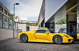 Meer foto's van de Racing Yellow gekleurde Porsche 918 Spyder