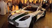 Le auto della Polizia di Dubai splendono nel video seguente!