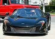 Paris Hilton é a feliz proprietária de um McLaren