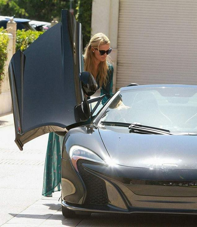 Paris Hilton heeft haar McLaren