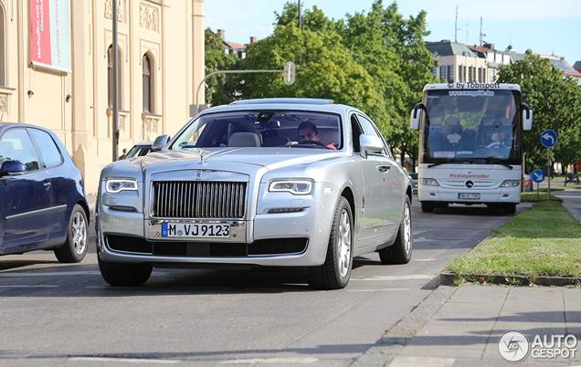 Eerste gefacelifte Rolls-Royce Ghost EWB is alweer gespot