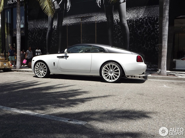 Gespot: Rolls-Royce Wraith met Forgiato velgen