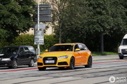 Überraschend anders: orangener Audi RS6 Avant