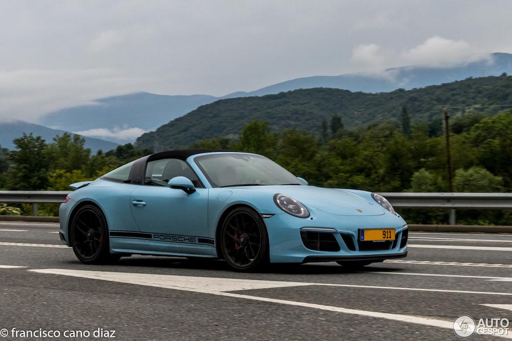 Gulf Blue staat de Porsche 911 Targa als gegoten!