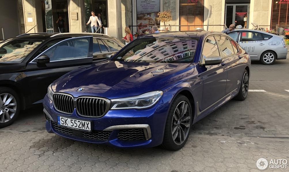 BMW M760Li met kek kleurtje!