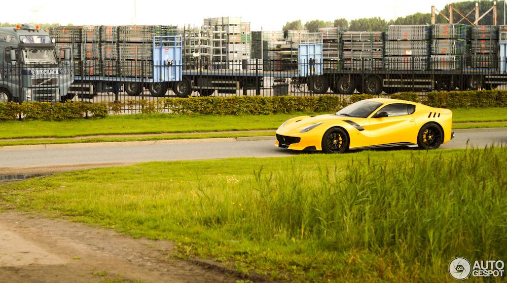 Spot van de Dag: Ferrari F12tdf in Kruisland