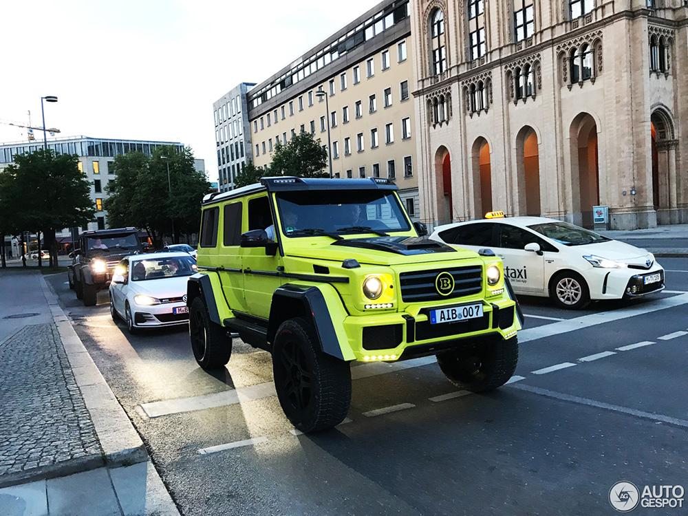 Twee Mercedes-Benz G 500's maken München onveilig