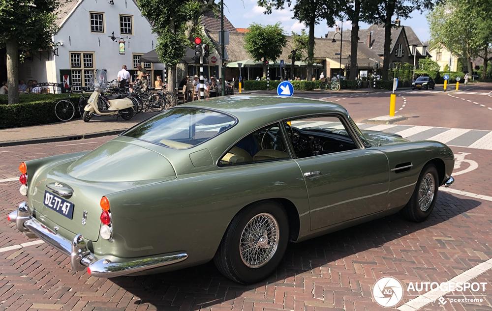 Prachtige Aston Martin DB5 duikt op in Laren