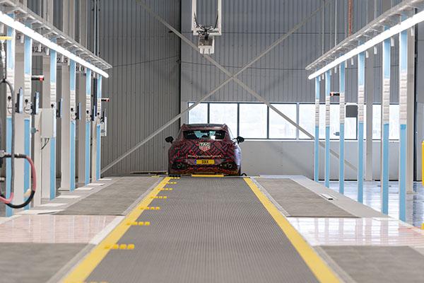 Aston Martin opent tweede fabriek om DBX te gaan produceren