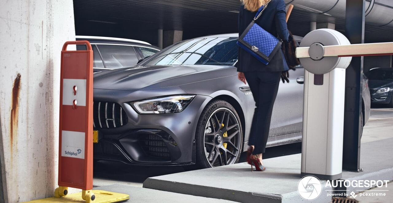 Mercedes-AMG GT 63 S heerlijk vastgelegd op Schiphol