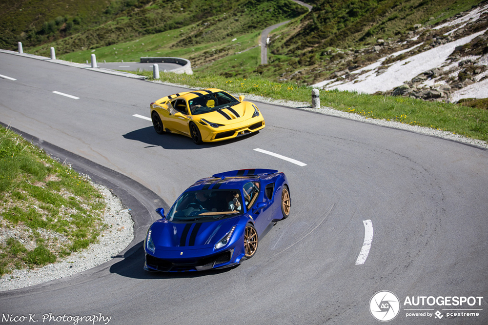 Ferrari's ravotten op de Oberalppas