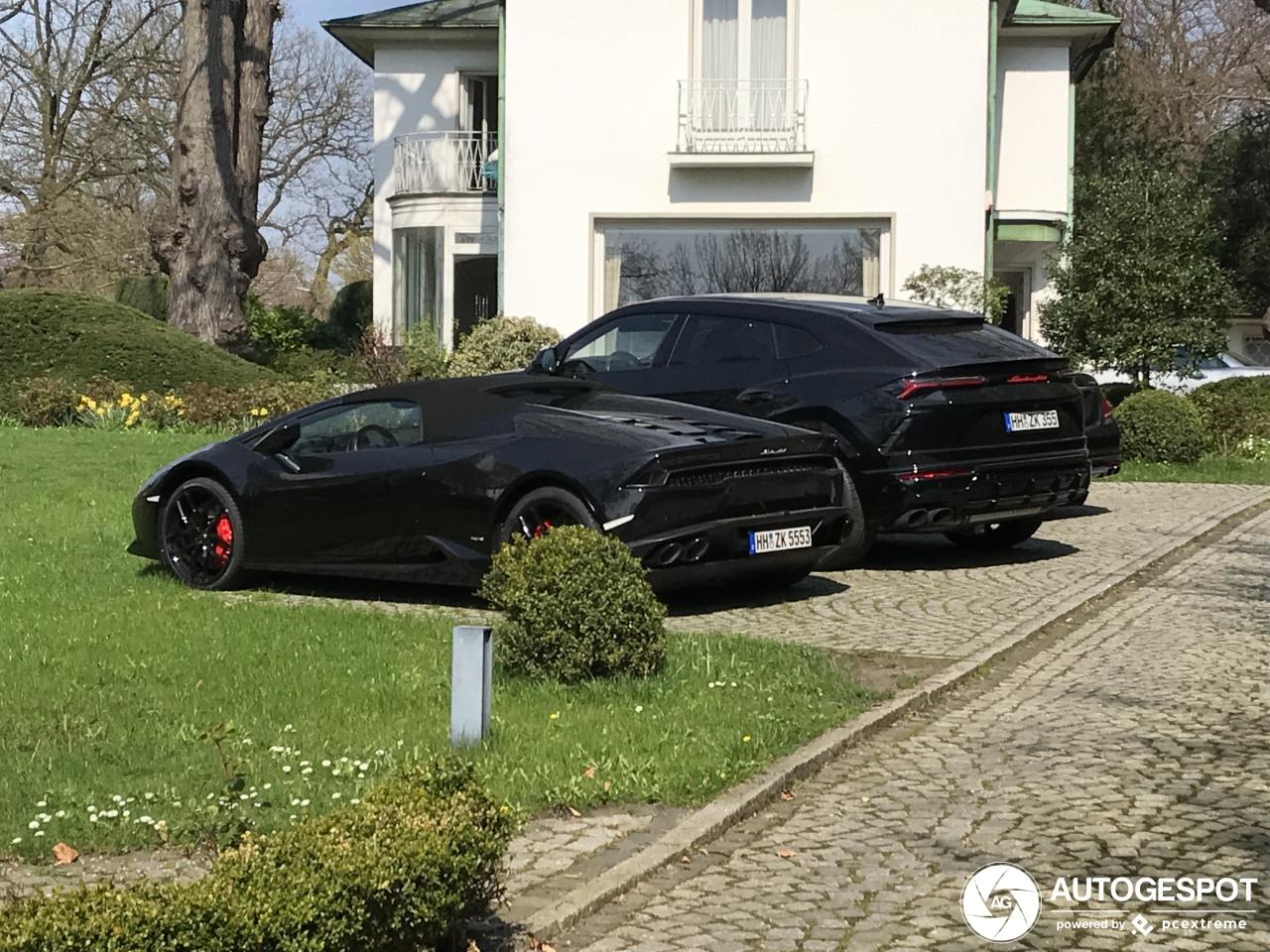 Zwarte Lamborghini's staan vervaarlijk in Hamburg
