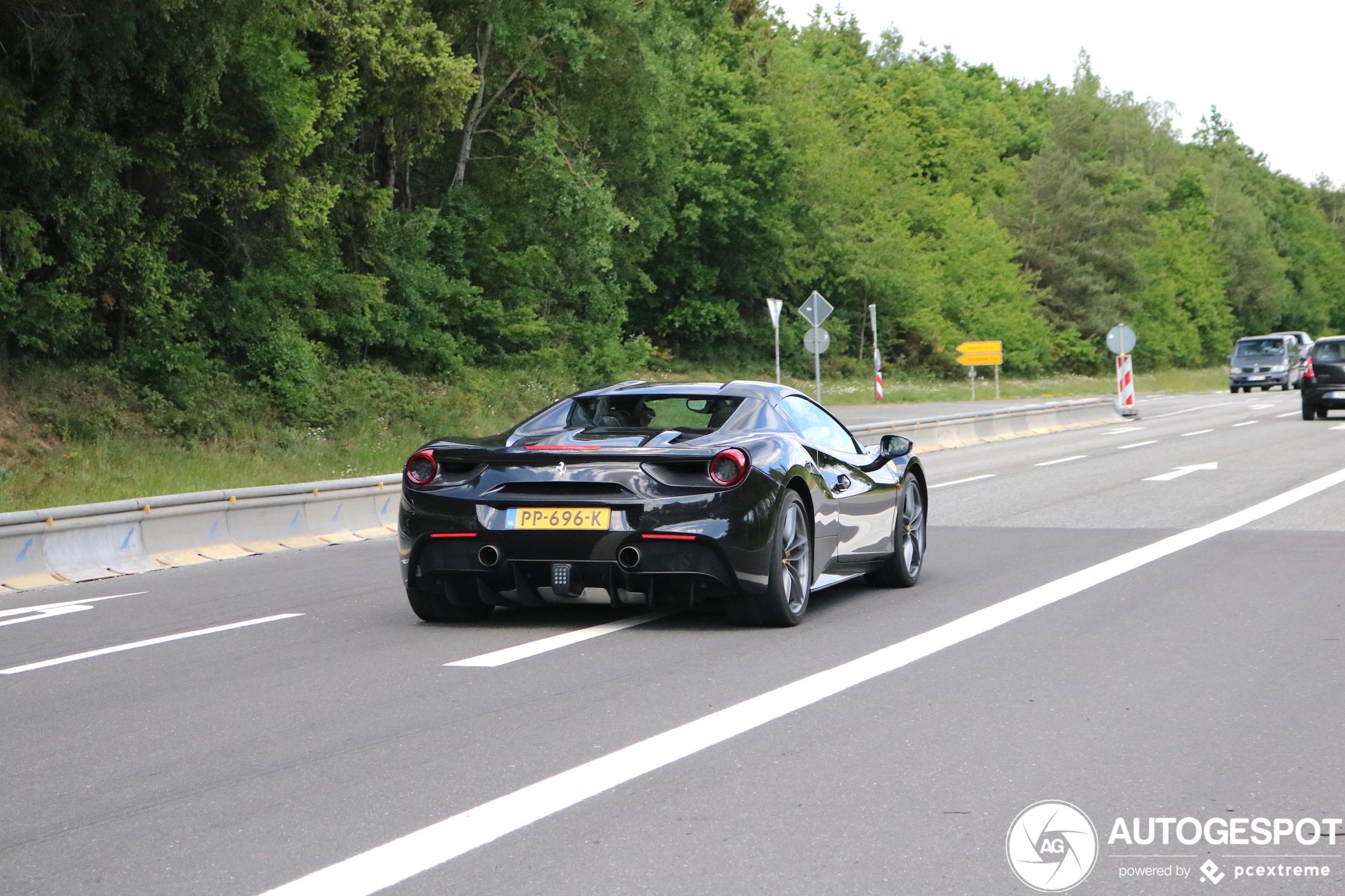 Zou deze Ferrari 488 Spider het aangedurfd hebben?