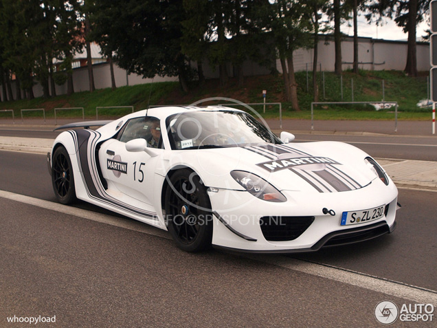 Spyspot: Walter Röhrl achter het stuur van de Porsche 918 Spyder