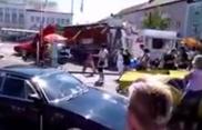 Une De Tomaso fonce dans la foule lors d'un événement !