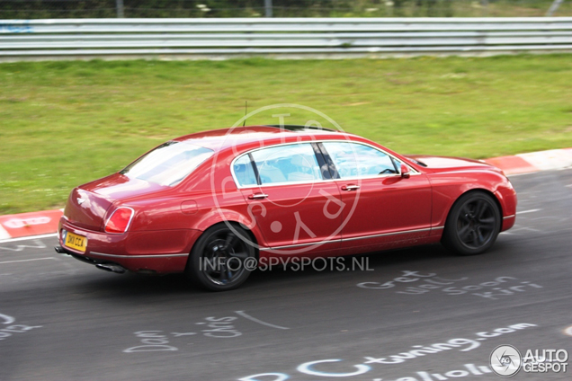 Bentley Continental Flying Spur V8 maakt rondes op Nordschleife